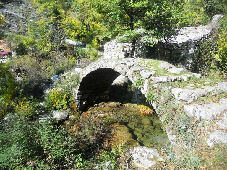 Poseljani, kameni most