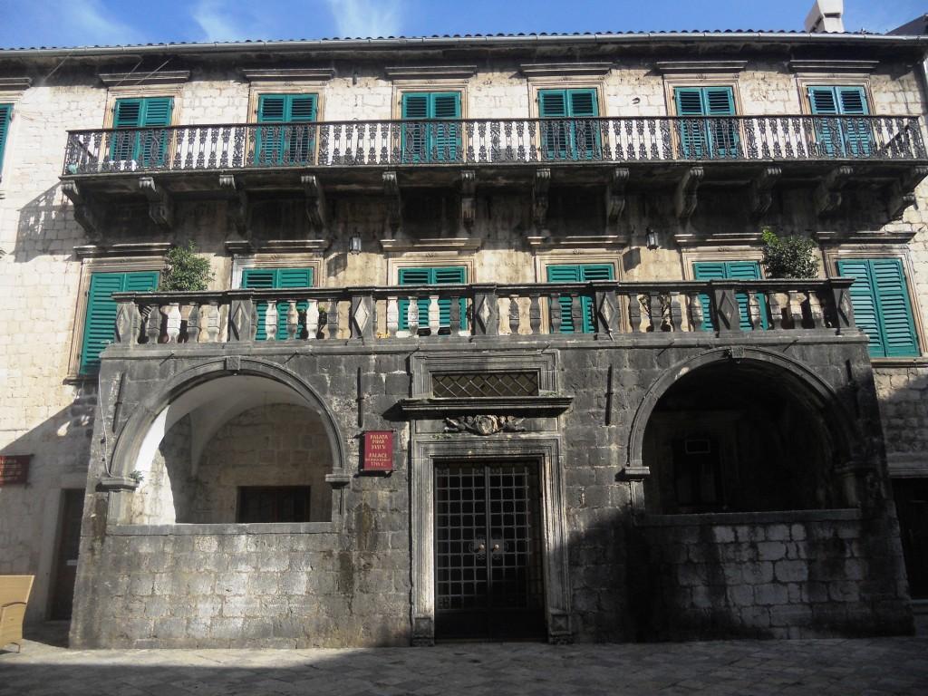 Palata Pina, Kotor