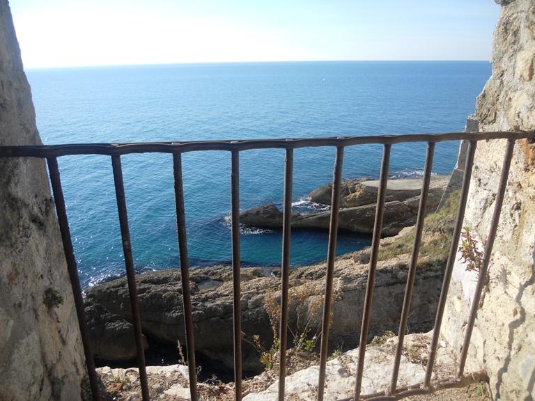 Pogled na morsko prostranstvo sa zidina Starog grada u Ulcinju