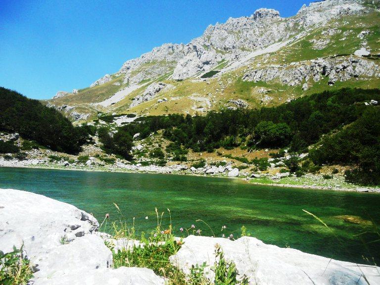 Veliko Škrčko jezero