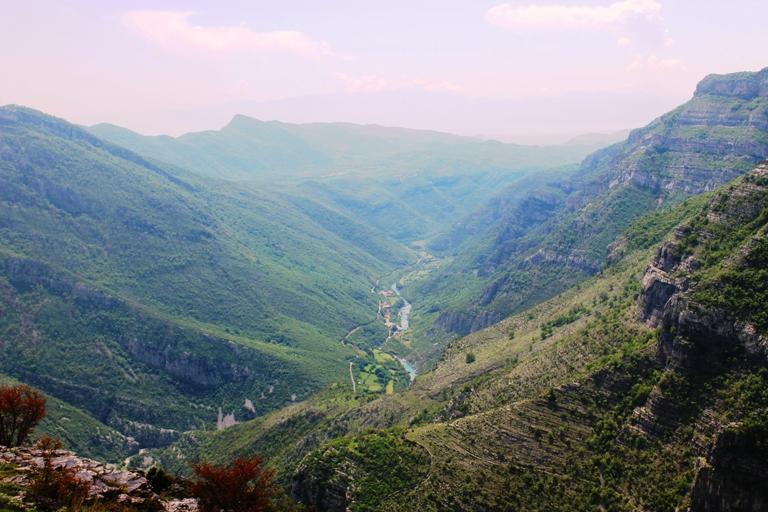 Pogled na kanjon Cijevne iz sela Deljaj