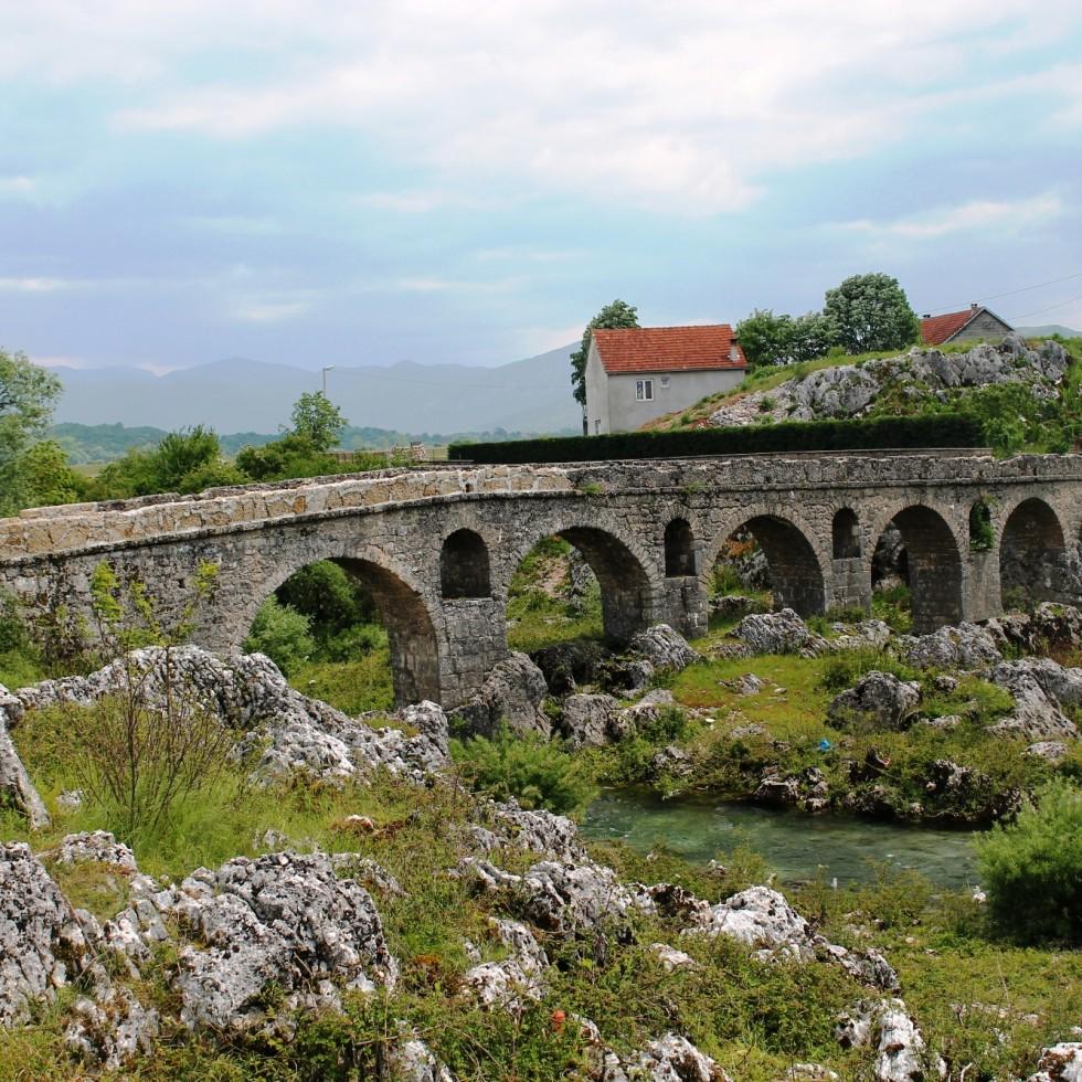 Most na rijeci Moštanici
