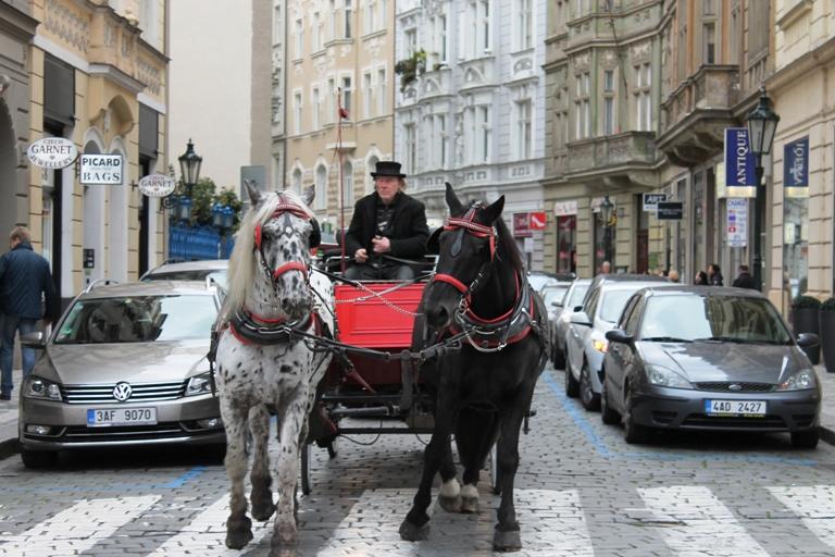 Fijaker ulicama Praga