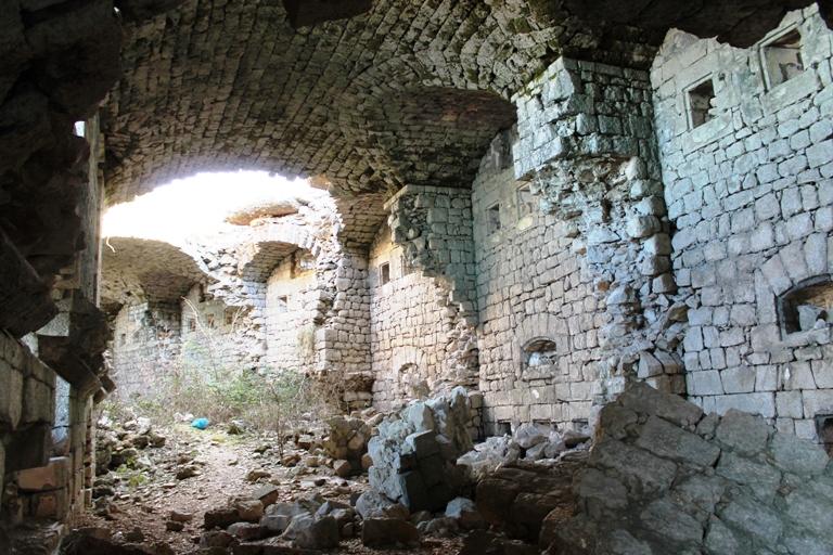 Unutrašnjost tvrđave Kosmač