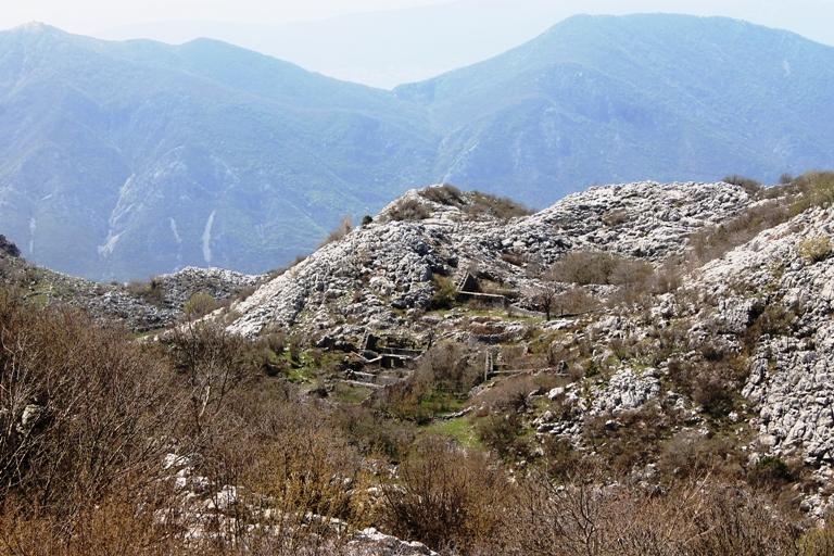 брошенная деревня в Черногории