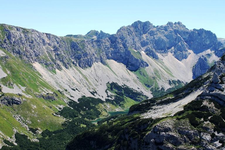 Škrčka jezera sa vrha Raklje