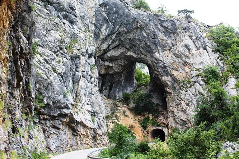 Tunel na putu Plužine Šćepan polje