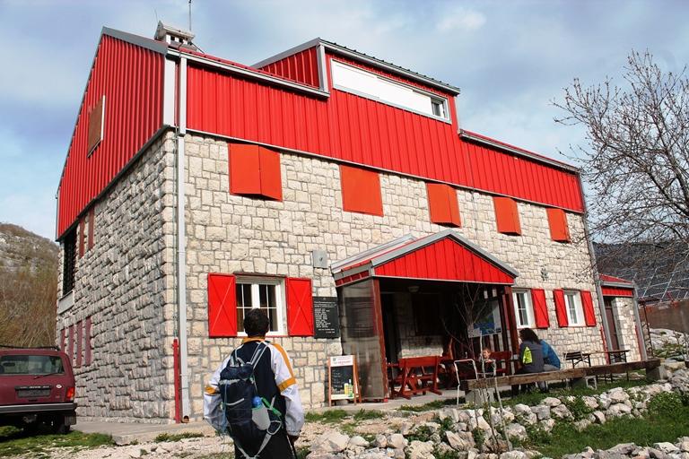 Planinarski dom Pod Vratlom